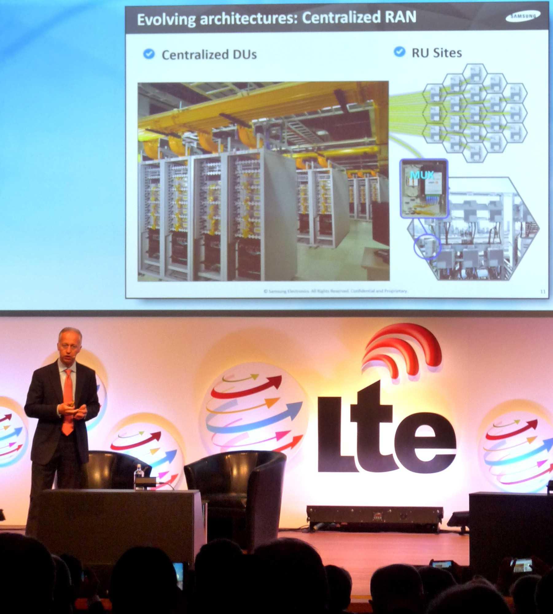 Giuseppe Donagemma, Netzwerk-Vizechef  Samsung Europe, erklärt den C-RAN-Ausbau in Seoul.