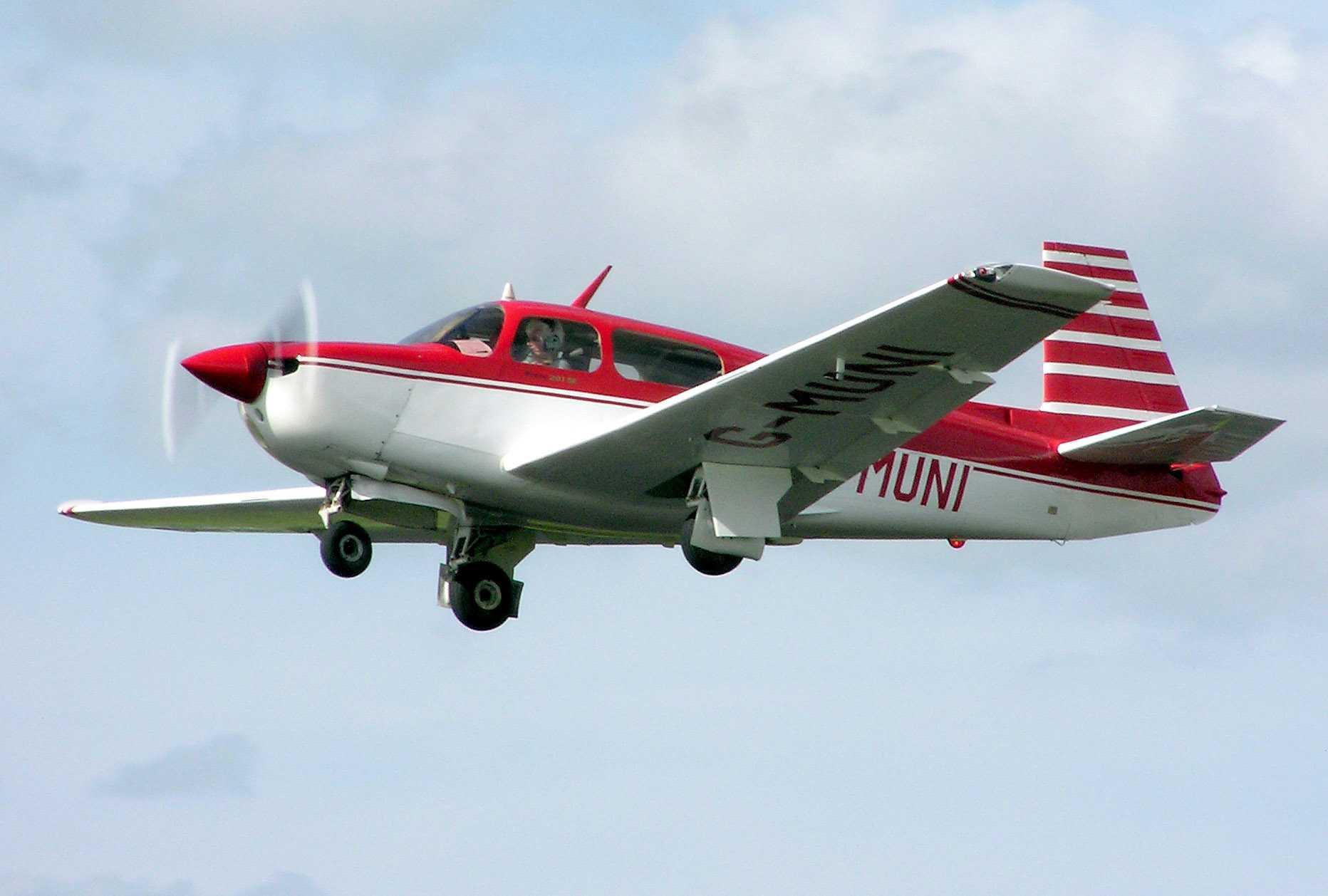 Die M20-Serie (hier eine M20J) ist die bekannteste Leichtflugzeugmodellreihe des US-amerikanischen Herstellers Mooney.