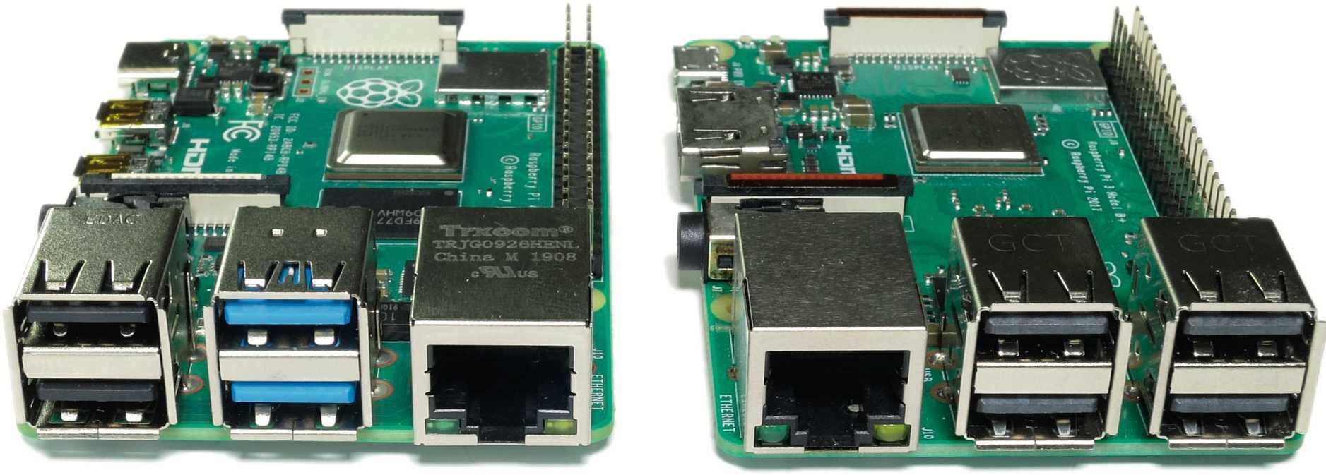 Im Vergleich zum Raspberry Pi 3 Model B+ (rechts) fallen die blauen USB-3.0-Buchsen und die neue Position des Ethernet-Ports auf.