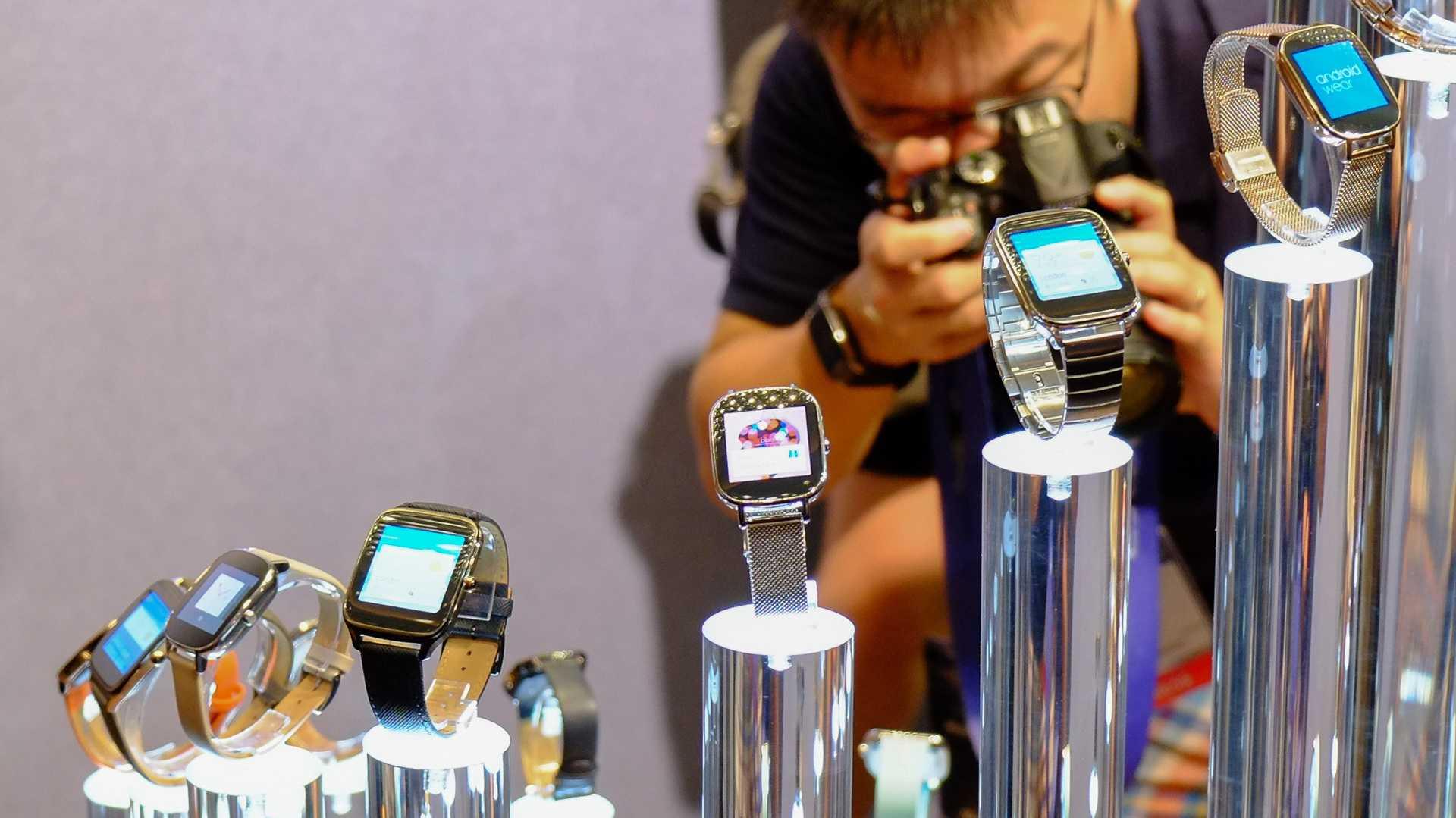 Asus ZenWatch 2: Smartwatch in zwei Größen mit Druckknopf