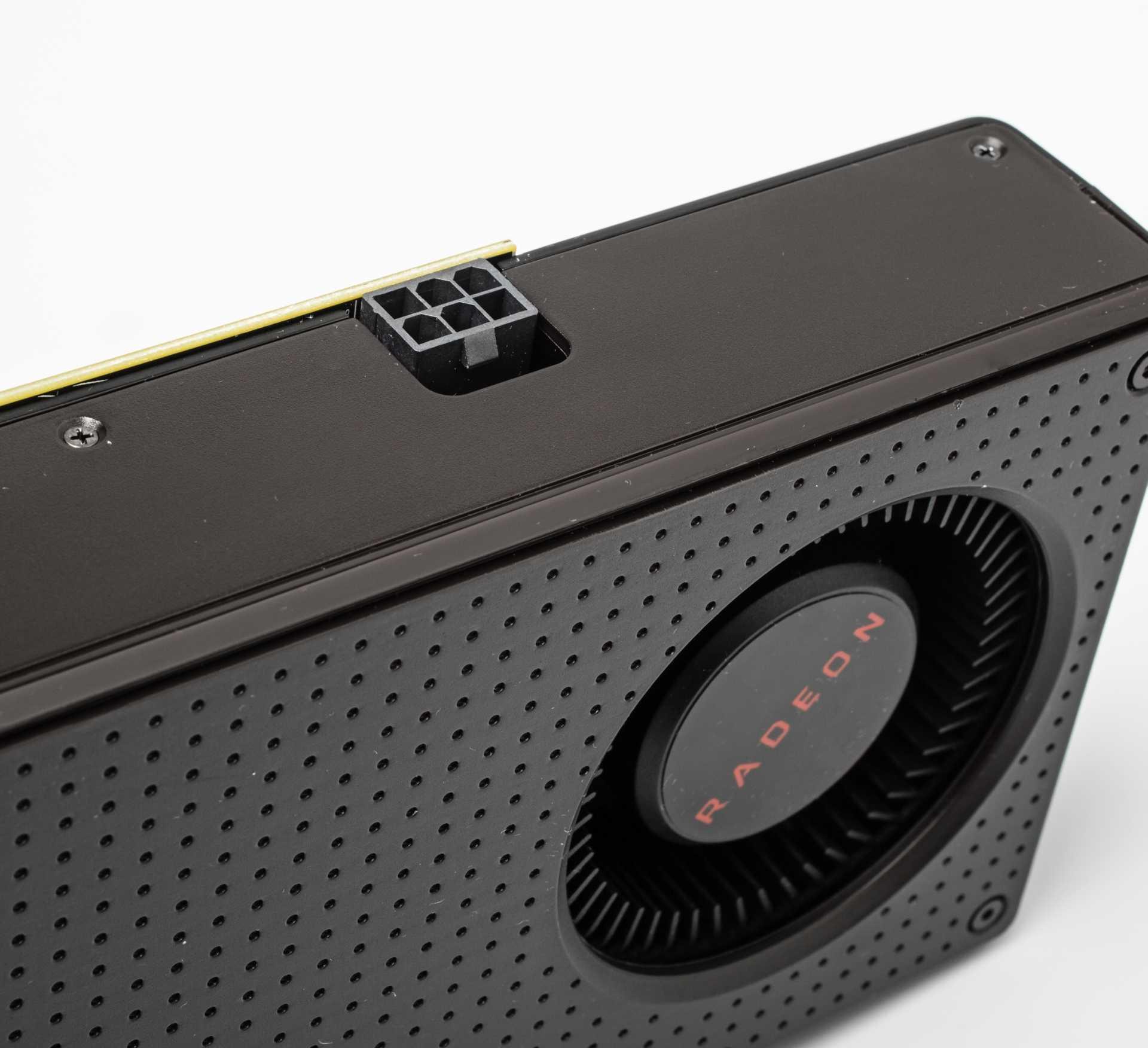Die Radeon RX 480 nimmt unter Last mehr auf, als Mainboardsteckplatz und 6-pin-Anschluss zusammen erlauben.