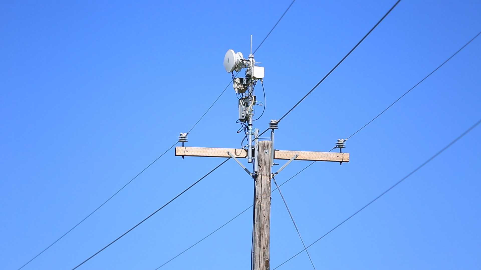 AT&T tüftelt an Gigabit-Richtfunk auf Strommasten