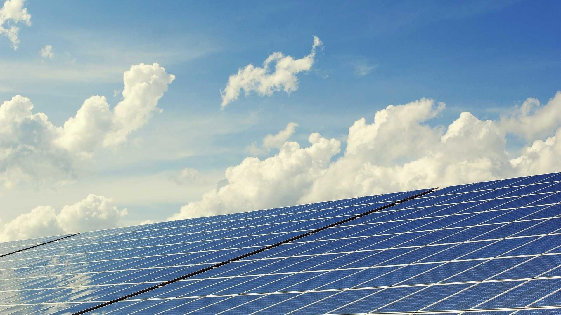 Strom vom Dach zum Kühlschrank – erste Mieterstrom-Modelle