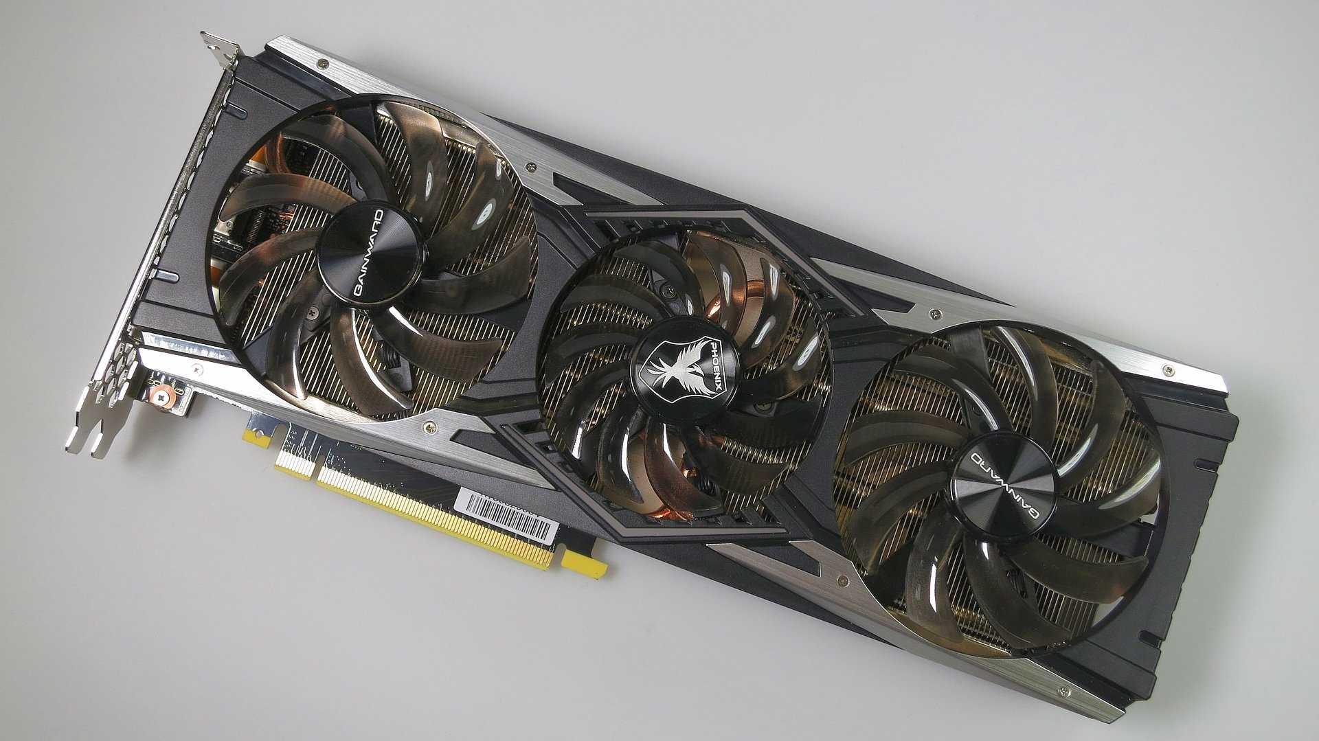 Die Gainward GeForce RTX 2080 Phoenix Golden Sample belegt nur zwei PCIe-Slots.