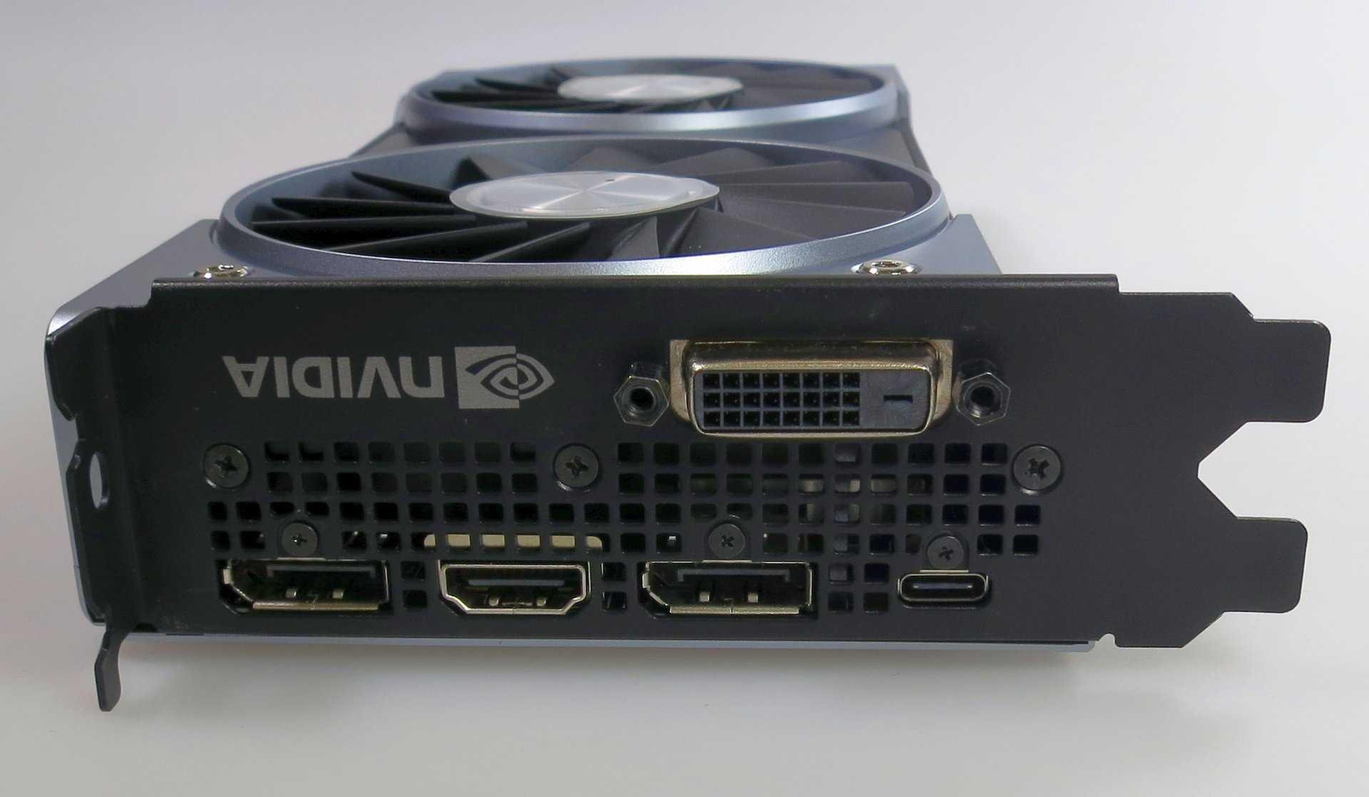 Anders als die anderen Founders Editions trägt die GeForce RTX 2070 FE einen DVI-Anschluss und verzichtet dafür auf eine zweite HDMI-Buchse.