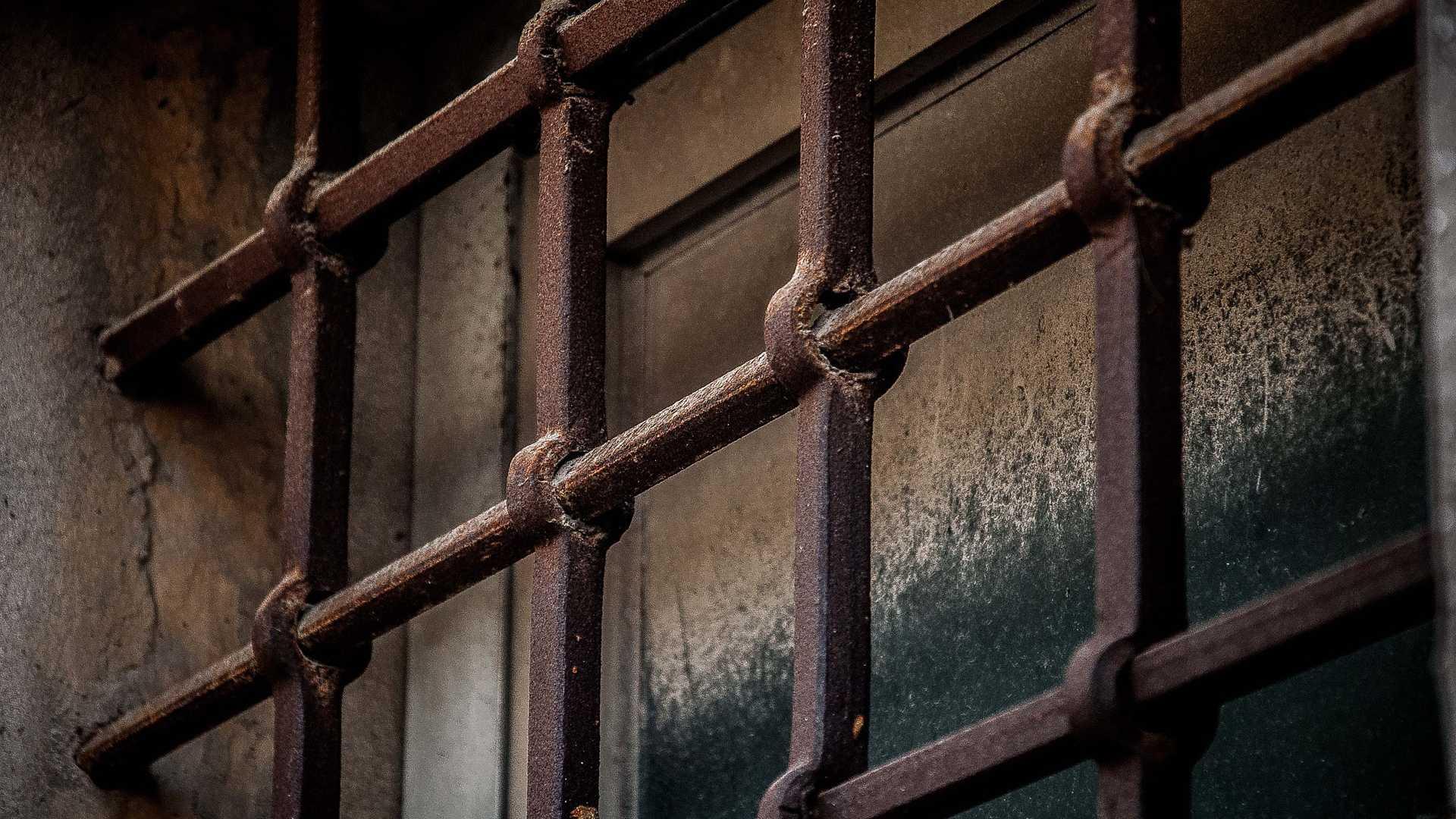 Bis zu 20 Jahre Knast für Schüsse bei Domain-Ummeldung