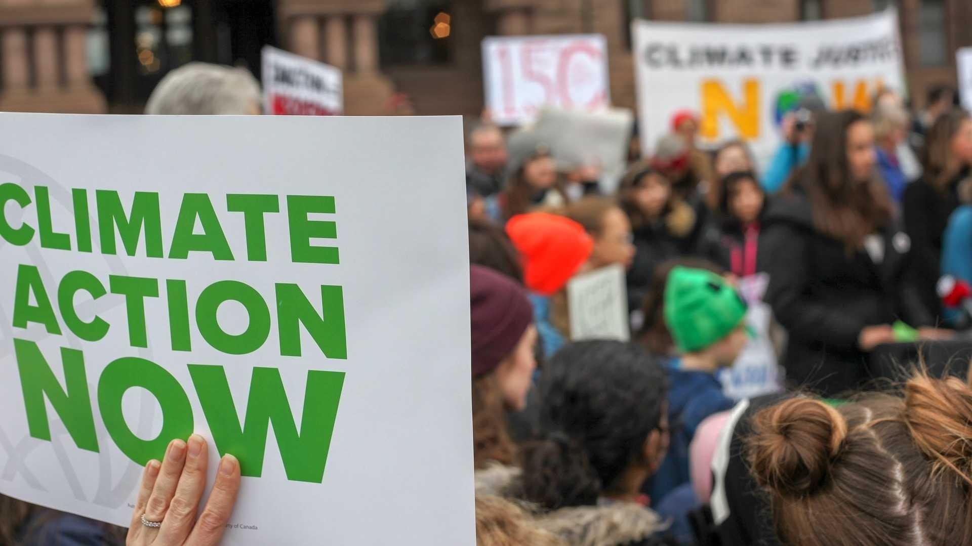Klima-Demo statt rumdaddeln: Wie politisch ist die Jugend heute?