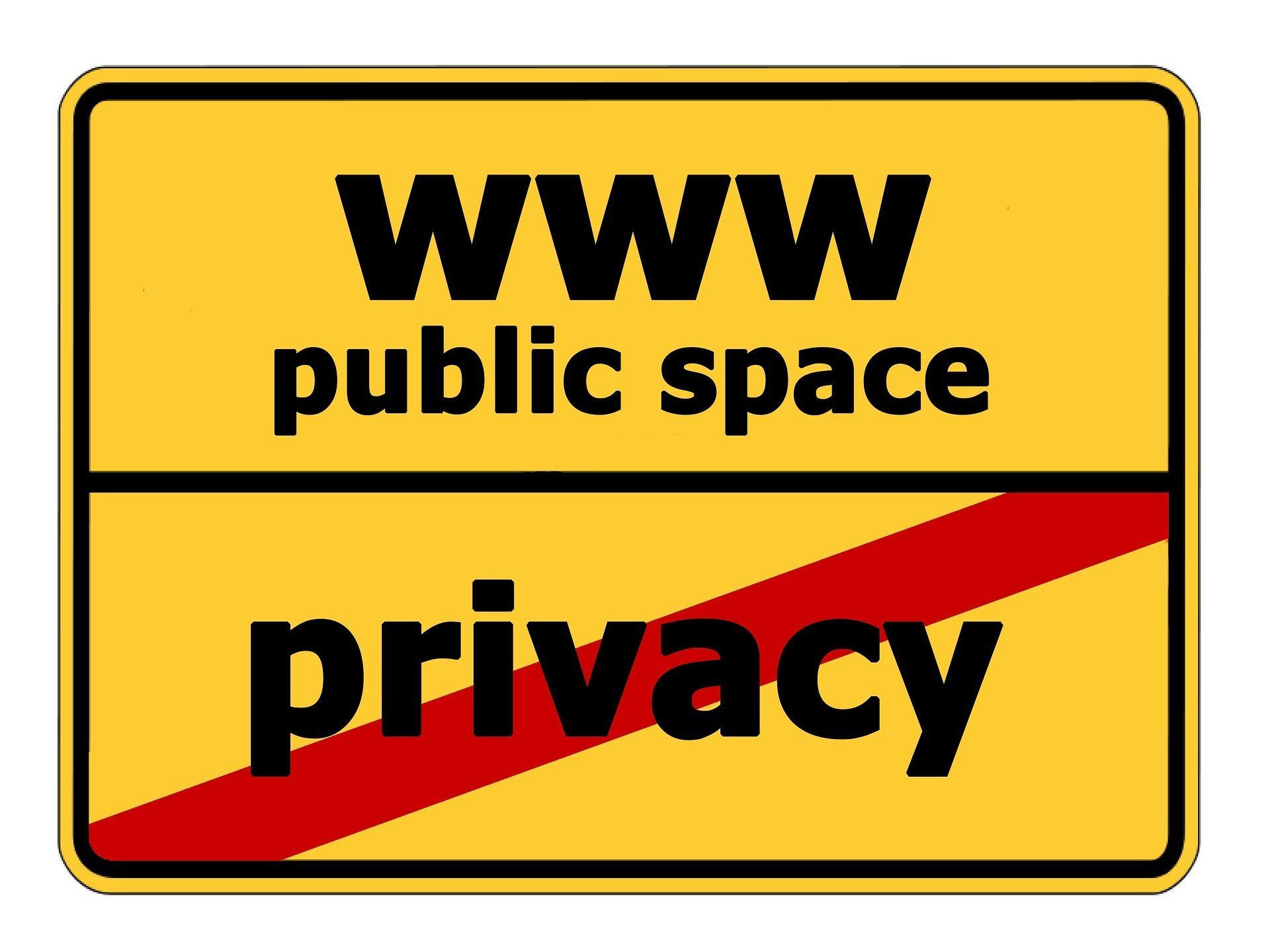 "Ortsschild ""WWW Public Space"", Ortsende ""Privacy"""""