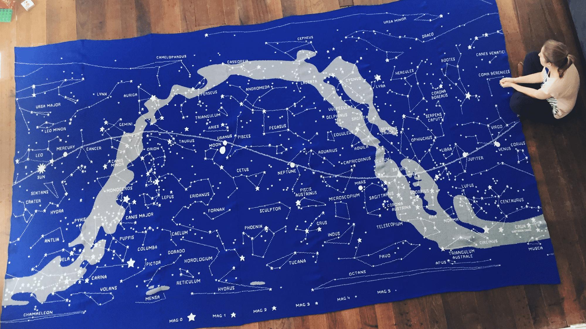 Riesen-Wandteppich aus der Strickmaschine