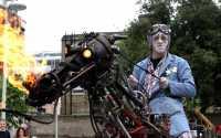 Die Basis von Rusty dem Pferd besteht aus dem elektrischen Rollstuhl von Pakas Großmutter.