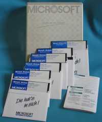 Microsoft Windows 1.0 Box und Disketten
