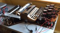 Schreibmaschinen-Roboter Diktat