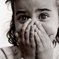 Verängstigtes Mädchen