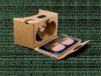Die von Google verkaufte Cardboard-Version arbeitet mit einem Stempelschalter, der aufs Display drückt.