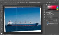 Photoshop beschneidet ein Foto auf Wunsch auch außerhalb dessen Grenzen und füllt weiße Kanten automatisch auf.