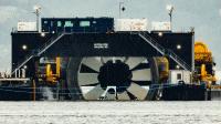 Turbine auf Lastkahn