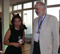 Annette Kroeber-Riehl mit Berlins Datenschutzbeauftragtem Alexander Dix