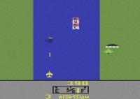 """River Raid ist laut BPjS-Beschluss von 1984 """"kriegsverherrlichend und -verharmlosend"""", da """"sich der Spieler in die Rolle eines kompromisslosen Kämpfers und Vernichters hineindenken"""" soll."""
