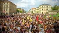 """""""Seid ihr deppert?"""": 30.000 demonstrieren gegen Polizeiaufgabengesetz der CSU"""