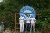 Nein, nicht die drei von der Tankstelle:  der Autor, Intel PR Martin Strobel und David Kanter von Realworldtech im Dorf Nehalem an der Küste von Oregon,nach dem Intel den ersten Core-Prozessor benannt hatte.