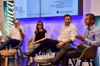 Auf den Data Debates diskutierten Ralf Herbrich, Isabella Hermann, Lars Klingbeil und Richard Benjamins (v.l.n.r) über KI.