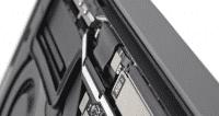 Das Flachbandkabel wird beim Öffnen des Displays stark belastet, heißt es.