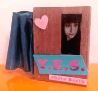 Holz-Box mit eInk-Display.