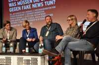 Wie Fake News in den sozialen Medien zu begegnen ist, diskutierten Jan Schulte-Kellinghaus, Ina Ruck, Stefan Niggemeier und Patrick Gensing (v. li. n. re.) auf der re:publica.