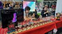 Auf der Maker Faire Berlin 2019. Sonst nur auf Youtube zu sehen, im FEZ zum Anfassen: Bitluni zeigt einige seiner Projekte.