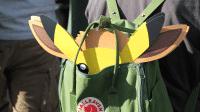 Pikachu- und Evoli-Pappen zum Aufsetzen gab es umsonst.