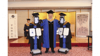 Post aus Japan: Per Roboter zur Abschlussfeier