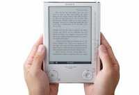 Kleiner als eine DIN-A5-Seite ist Sonys Lesegerät.