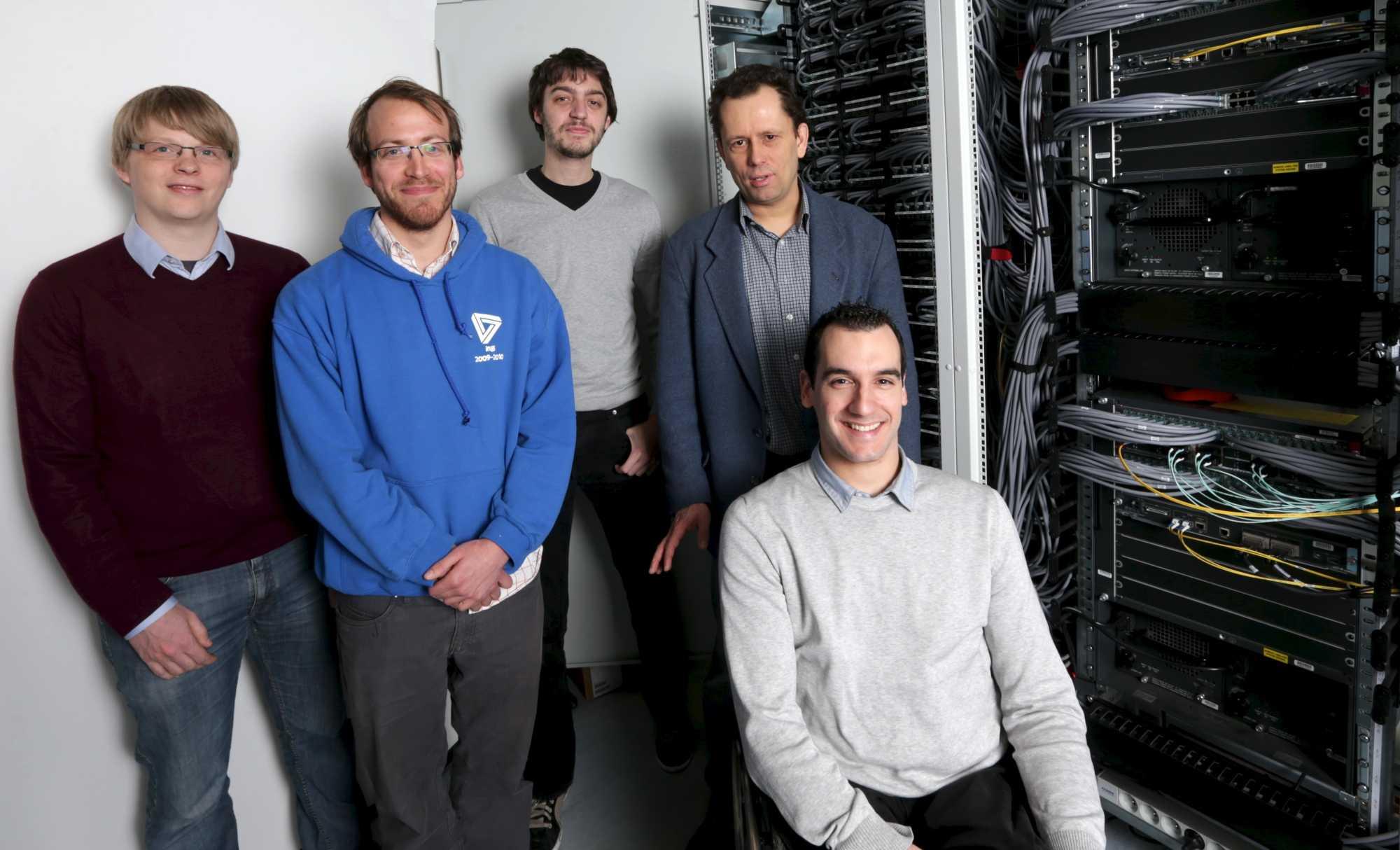 Das versammelte MPTCP-Team (von links nach rechts): Gregory Detal, Benjamin Hesmans, Fabien Dûchene, Olivier Bonaventure, Christoph Paasch