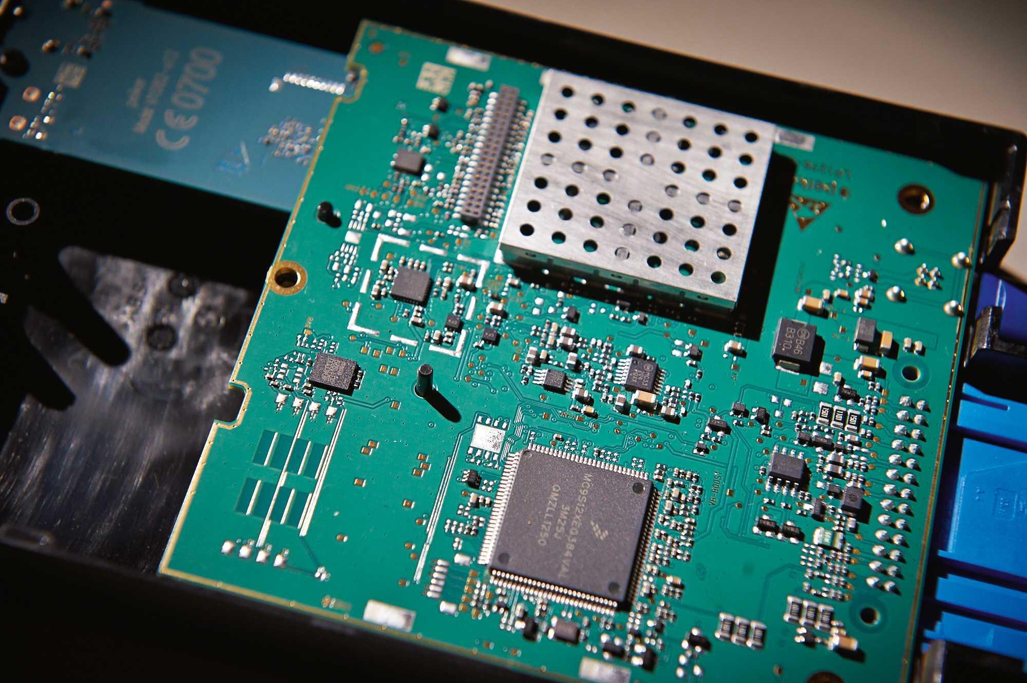 In einigen BMW-Modellen wurde die Combox durch andere Steuergeräte ersetzt. Die Telematic Communication Box beherrscht UMTS und lässt sich nicht die Fahrgestellnummer entlocken, nutzt aber immer noch die bekannten Krypto-Schlüssel.