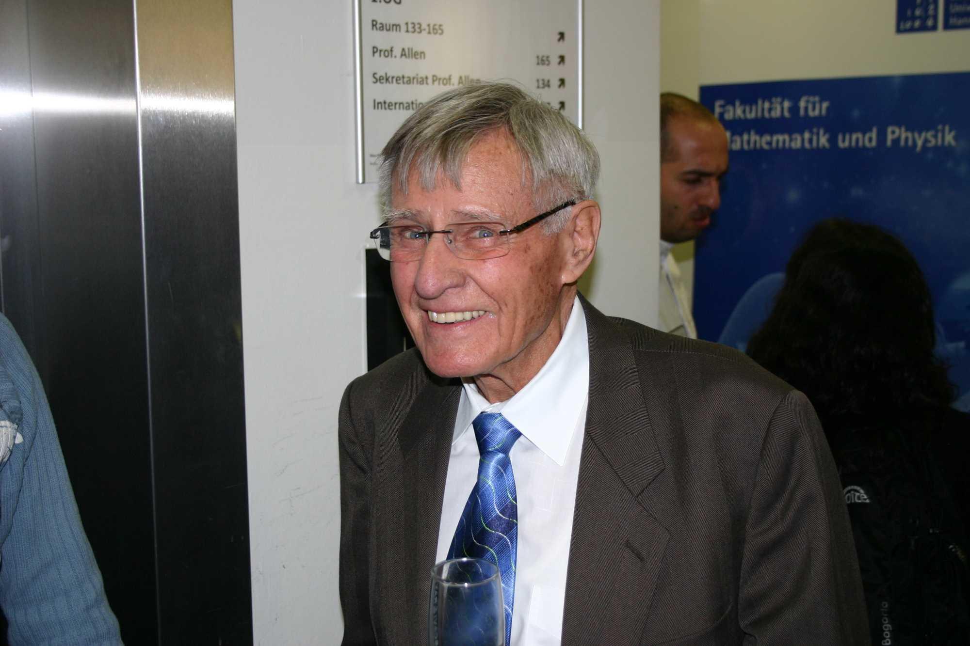Dr. Walter Winkler hat mit Prof. Billing schon vor 45 Jahren erste Messungen mit Aluminium-Zylindern versucht.