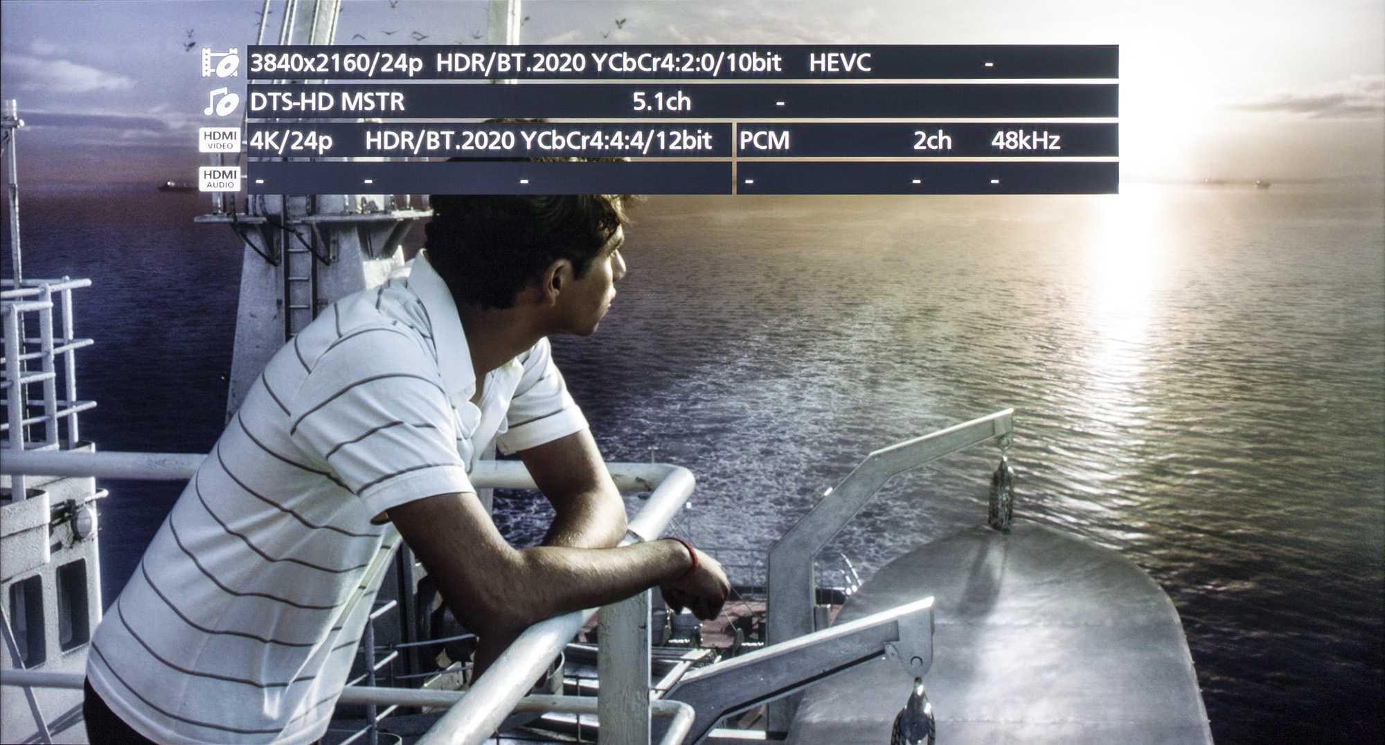 Der Panasonic-Player präsentiert auf Knopfdruck auf dem Bildschirm wesentlich mehr Informationen zur gerade laufenden UHD-Blu-ray als das Modell von Samsung.