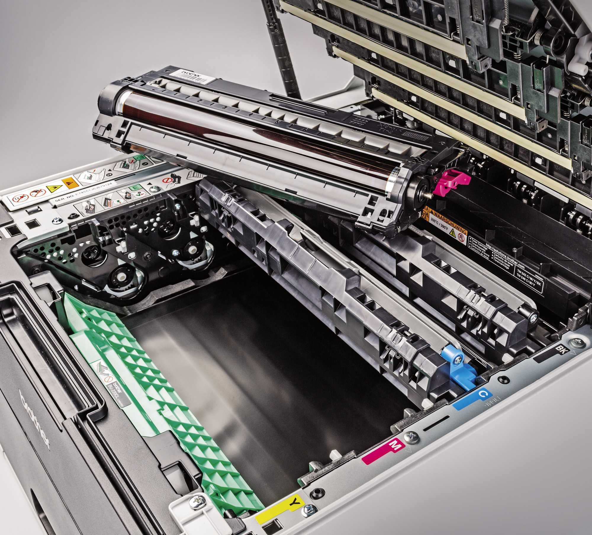 Farb-Laserkartuschen enthalten oft auch die Fototrommel, die so bei jedem Kartuschenwechsel erneuert wird.