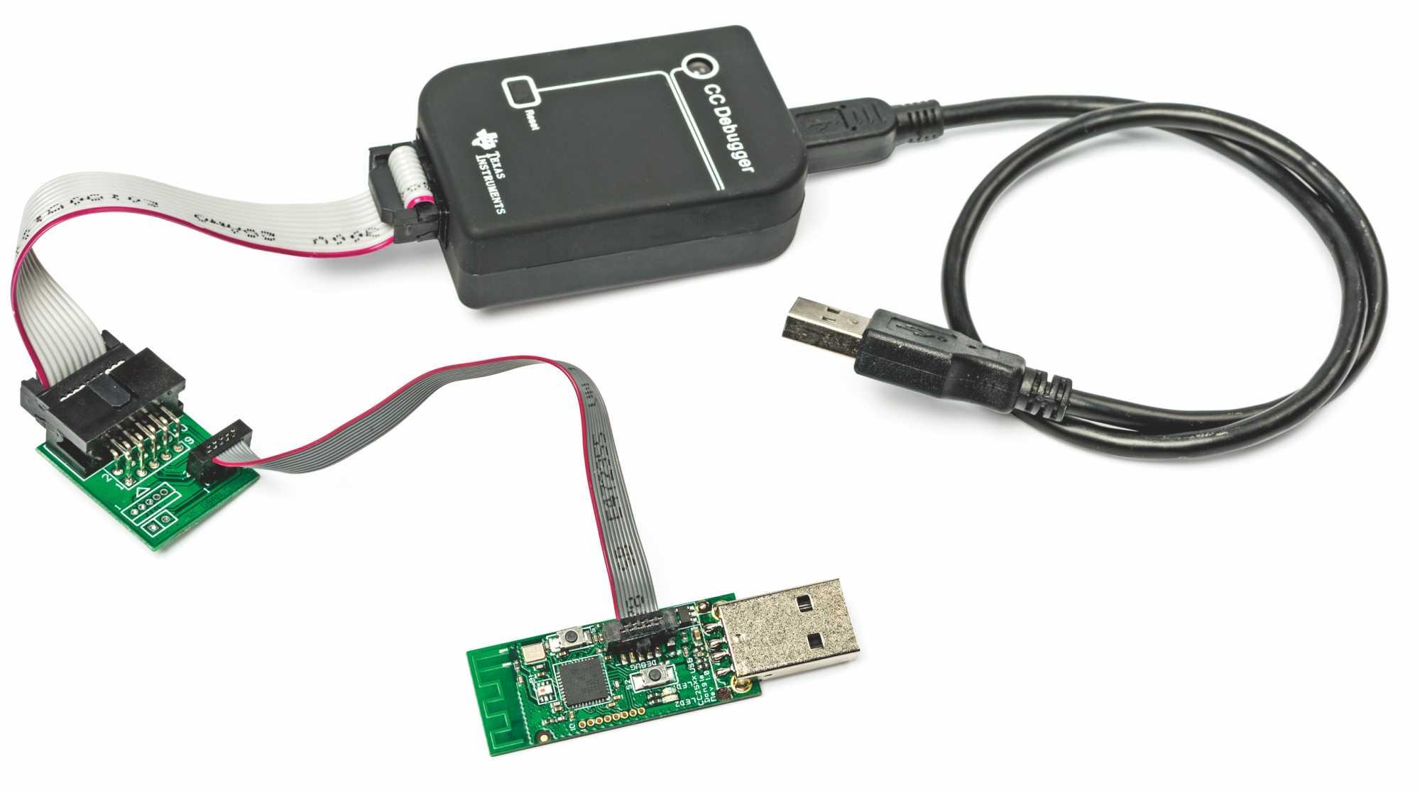 Mit einem Raspi und dem abgebildeten Zigbee-Stick kann man praktisch jedes Zigbee-Gerät steuern. Egal ob Lampe oder Temperaturfühler.
