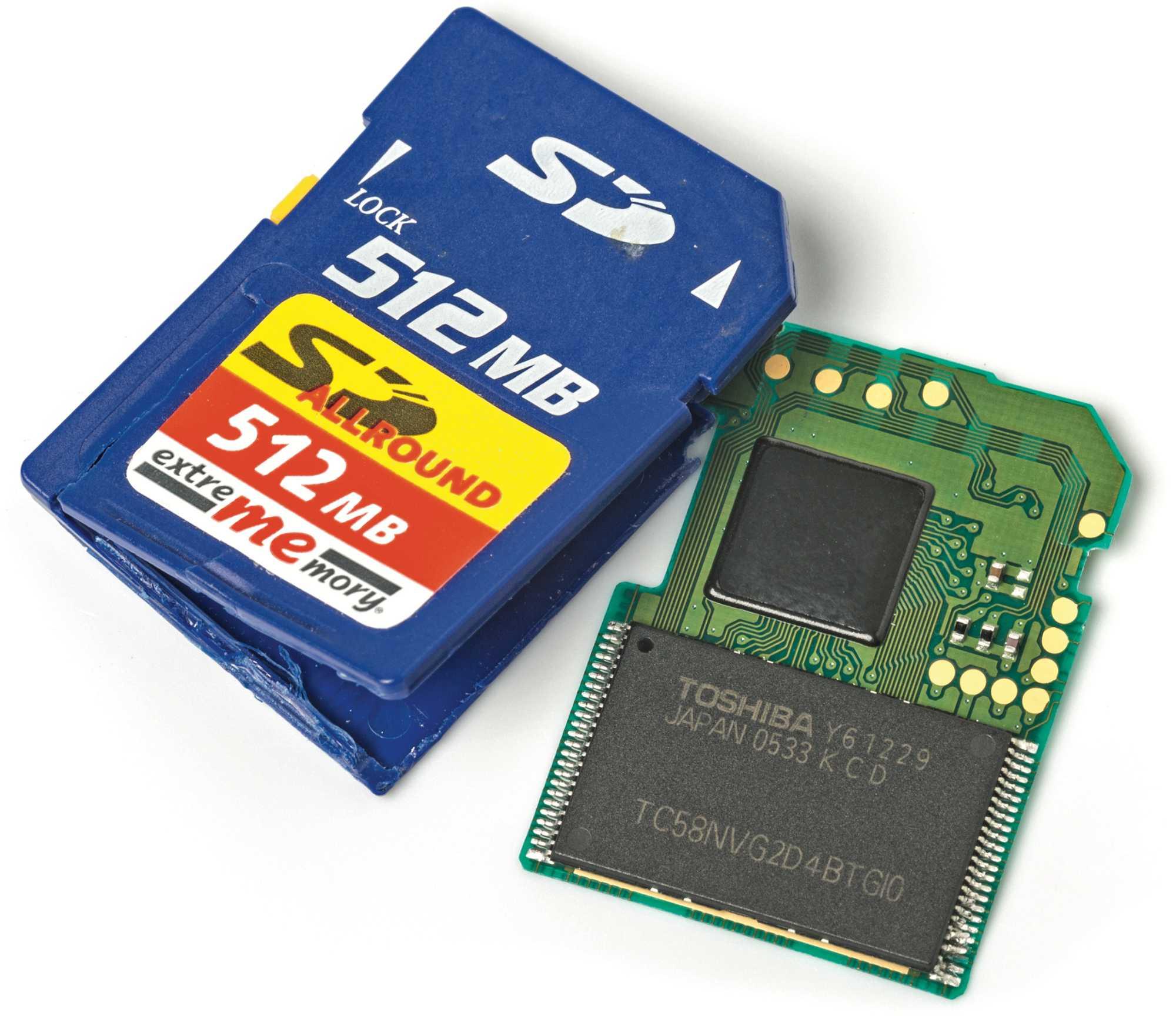 In SD-Karten steckt ein NAND-Flash-Speicher und meistens auch ein kleinerer Controller-Chip. Dessen Firmware lässt sich manipulieren, um höhere Kapazität vorzugaukeln.