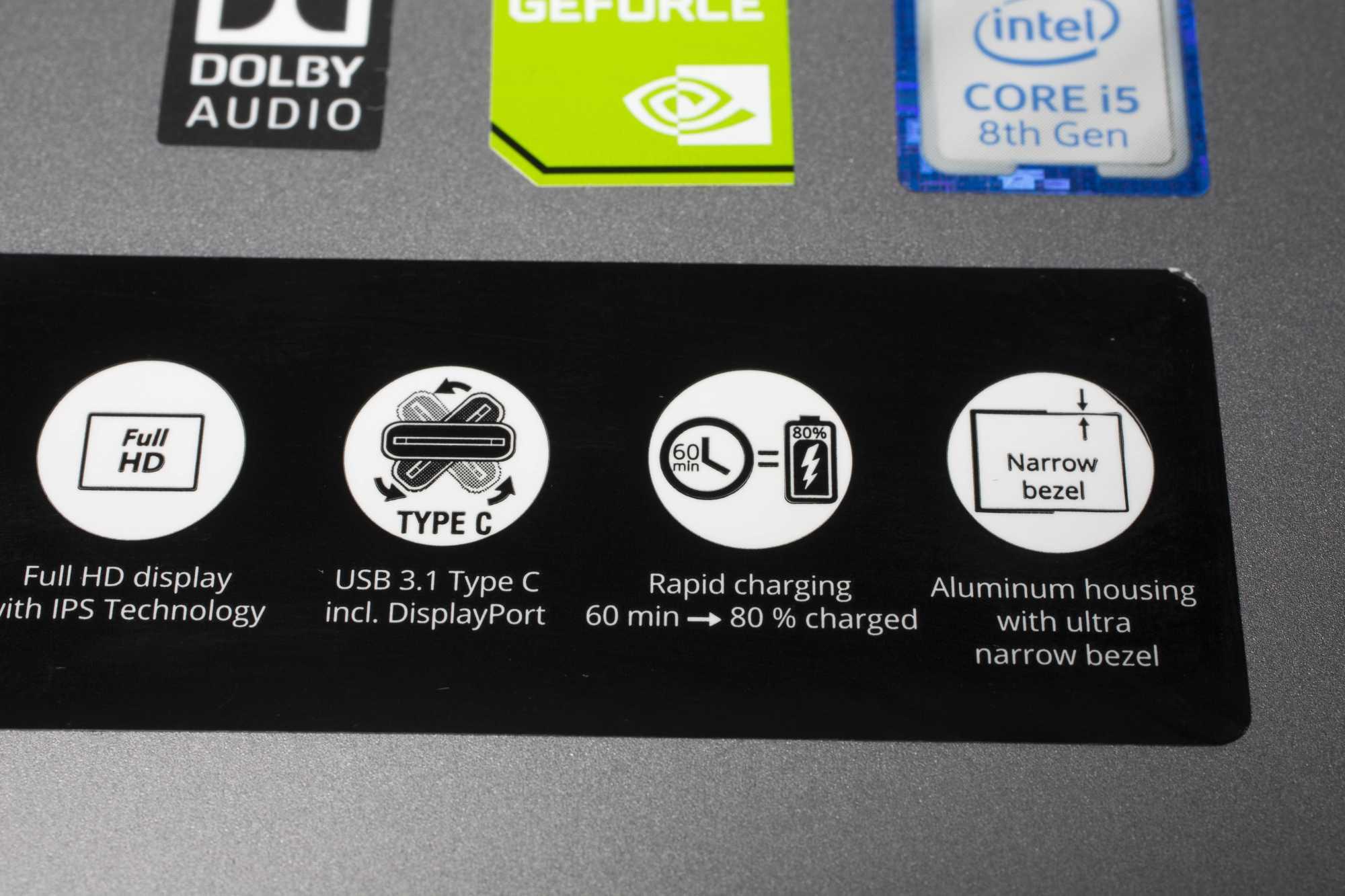 Medion bewirbt die Verdrehsicherheit von USB-C mit einer Propeller-Grafik.