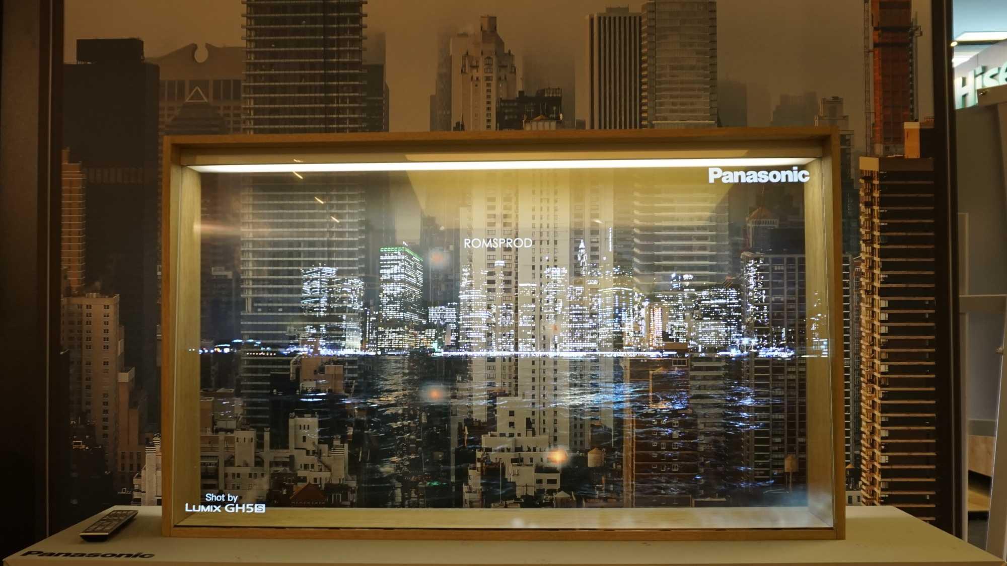 Panasonic zeigt auf der IFA das Konzept eines transparenten OLED-Fernsehers.