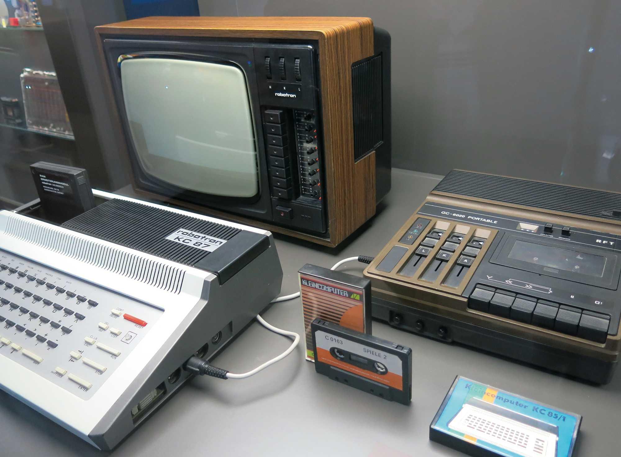 Z 9001, KC 85/1 und KC 87 hieß die Modellreihe der Kleincomputer von Robotron. Leistungsmäßig war sie in etwa mit dem VC 20 vergleichbar, dem Vorläufer des C64.