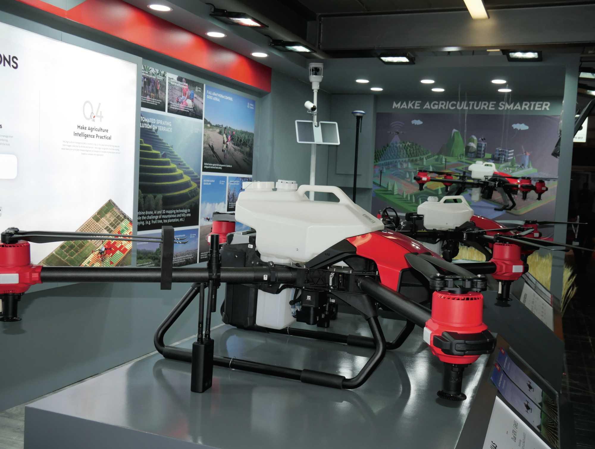 In Ostasien und Südamerika verspritzen Drohnen schon heute Pflanzenschutzmittel aus der Luft.