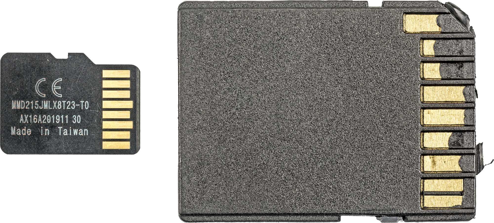 Der gefälschten Toshiba-Speicherkarte lag ein defekter MicroSD- auf SD-Adapter mit zu kurzen Kontakten bei.