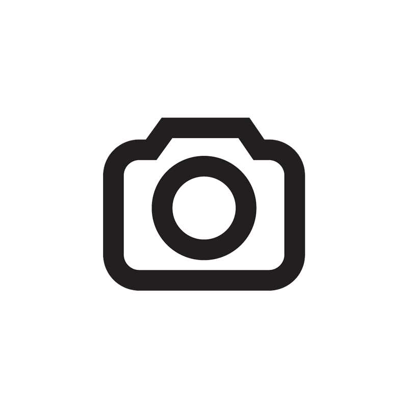 Das bewährte Canon-Bedienkonzept mit Daumen- und Zeigefinger- Wahlrad findet sich auch an der EOS 5D Mark II wieder. Die Menüs wurden aber kräftig aufgeräumt.