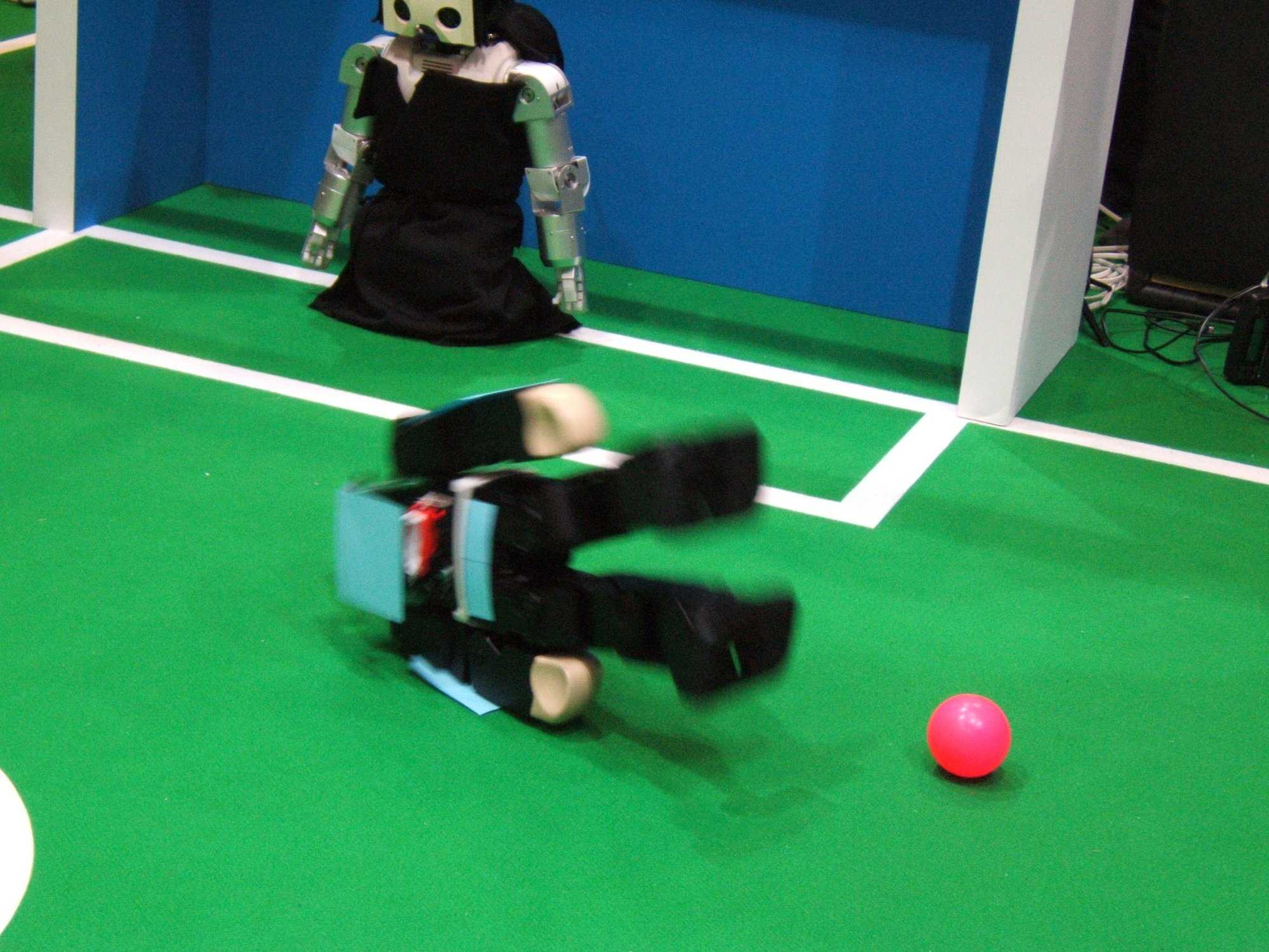 Der humanoide Roboter Vision Nexta stürzt