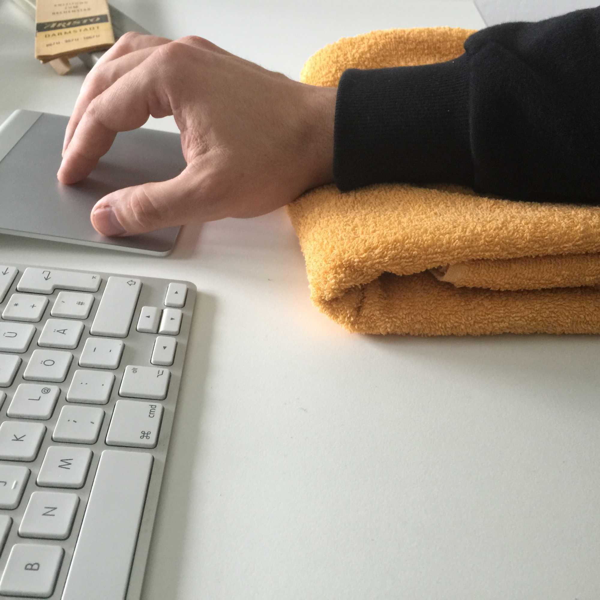 Auch als Handgelenkschoner ist ein Handtuch durchaus geeignet.