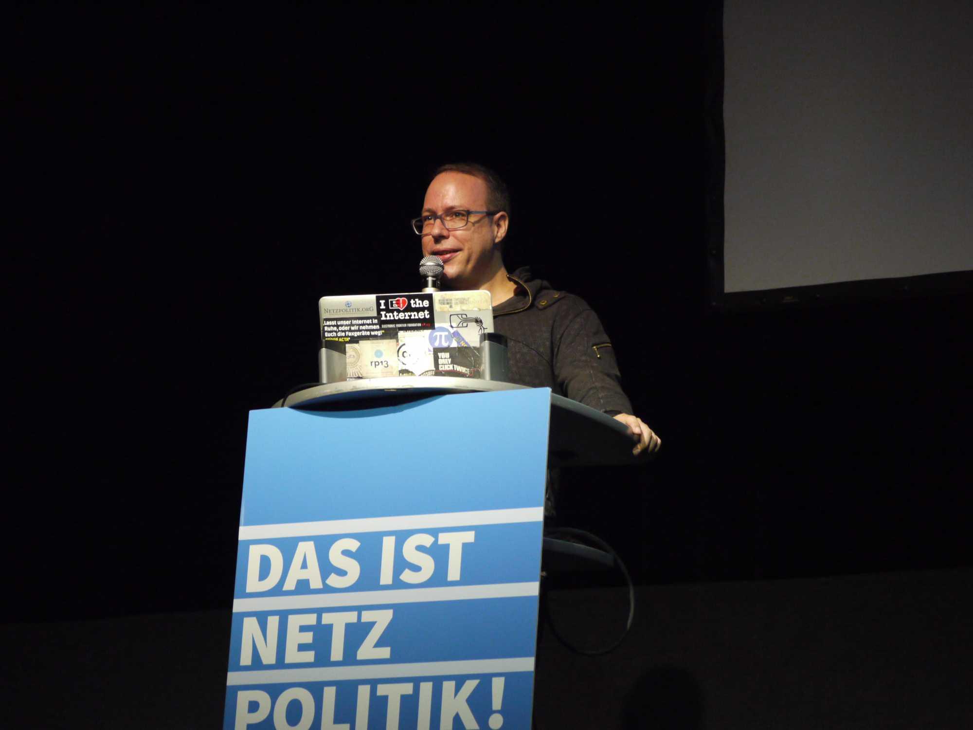 Markus Beckedahl bei der Dankesrede zum 10. Geburtstag von Netzpolitik.org