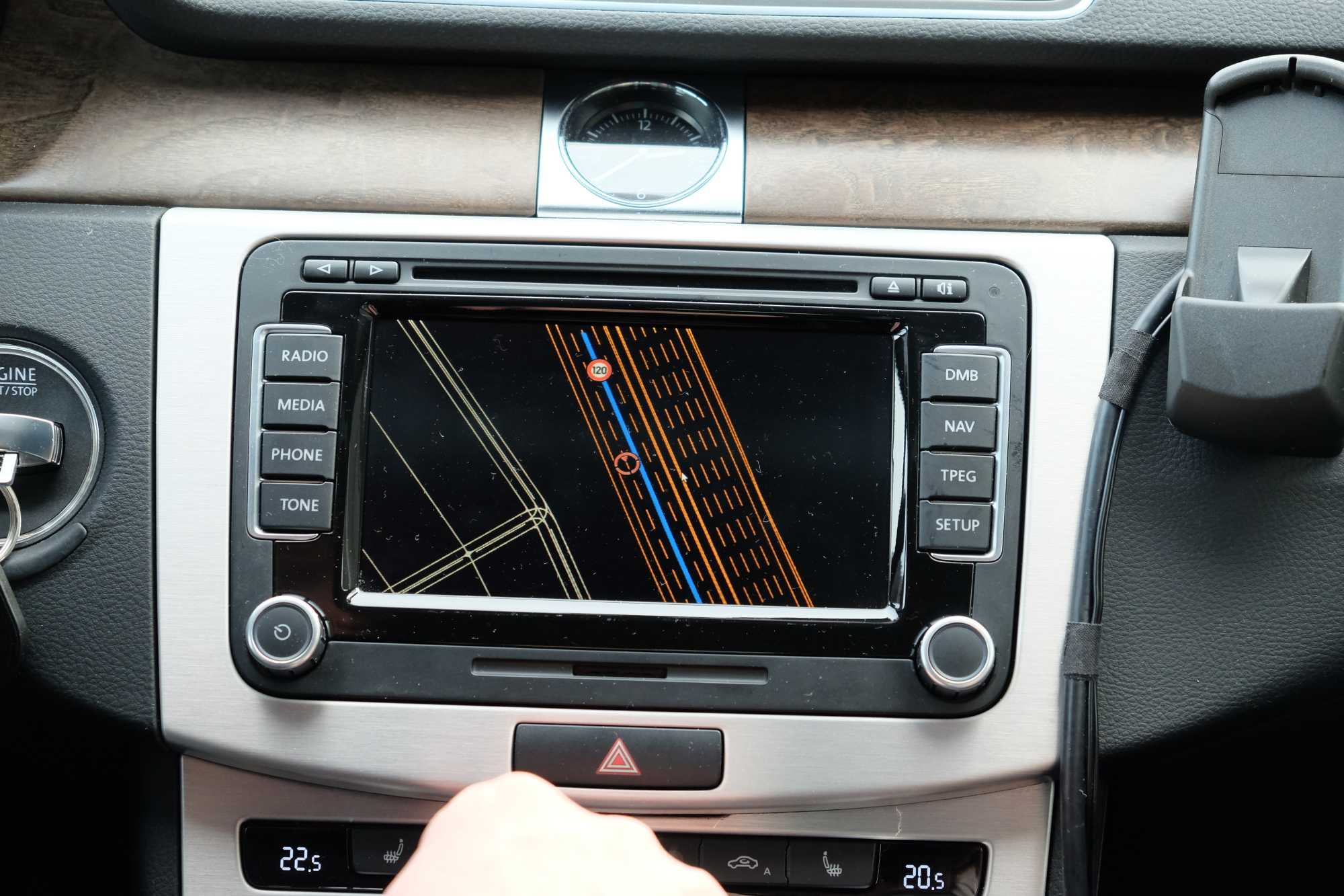 von wo die Informationen an andere Fahrzeuge gemeldet werden.