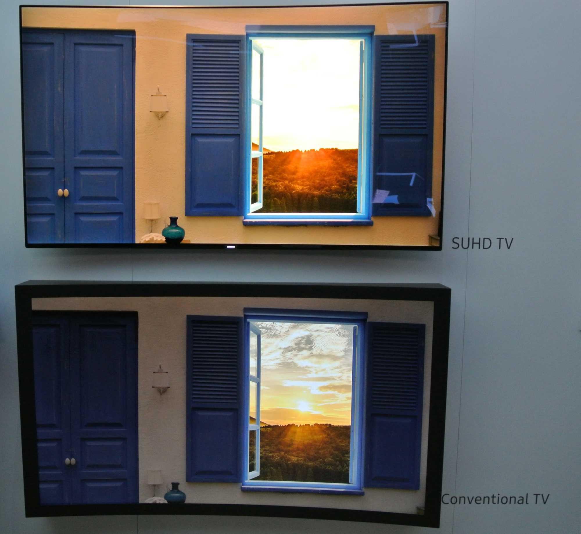 Dank der hohen Helligkeit sahen die Bilder auf den SUHD-Fernsehern sehr Kontrastreich aus und überforderten wegen des schwachen Umgebungslichts die Kamera des Autors.